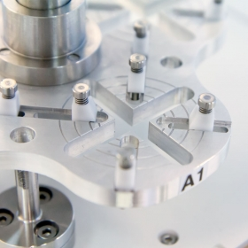 AK - The comparator enables determining deviations of three tested weights in a single cycle. AK-4/5000 is designed to compare weights from 1 kg to 5 kg