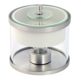 XA11 - Wbudowana szalka umożliwia centryczne umieszczenie naczynia w komorze wagi. Całość zamknięta jest w szklanej osłonie z otworem dozującym położonym niecentrycznie co ułatwia wprowadzenie pipety i ogranicza podmuchy powietrza